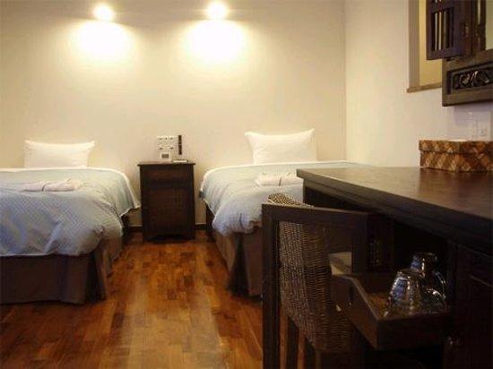 Hotel Patina Ishigakijima: Large Twin Room