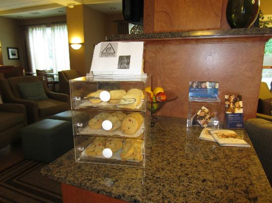 Hampton Inn Nashua : Complimentary Cookies