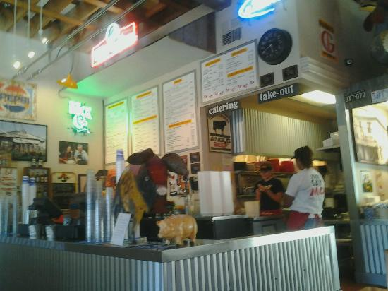 Mo's Smokehouse BBQ: Order from the menu board.