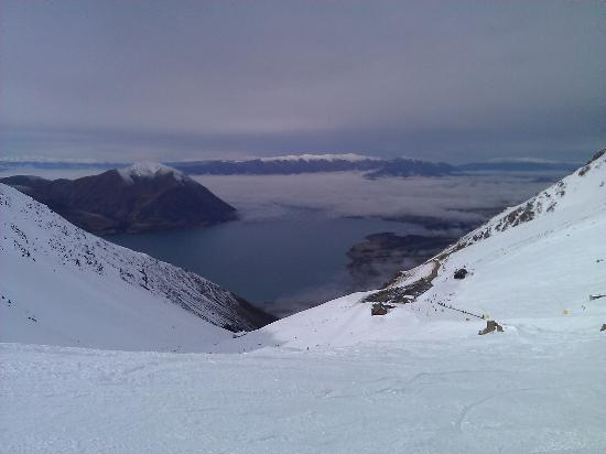 Lake Ohau Lodge: View from ski field down to lake and lodge
