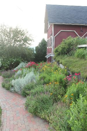 Wildflower Inn: Lovely gardens