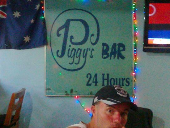 Piggy's Bar and Cafe: Lets you know where you are!
