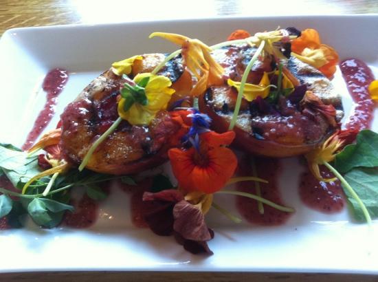 Octavia's Bistro: stone fruit salad (peach)!