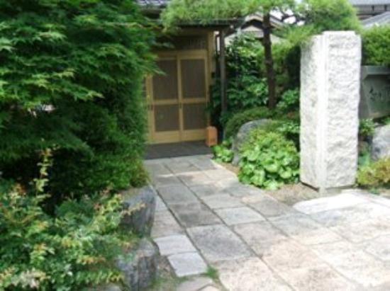 Nakagawa: 外観写真