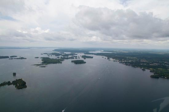 Kingston Heli-Tours: 1000 Islands as far as the eye can see..photos don't do it justice!