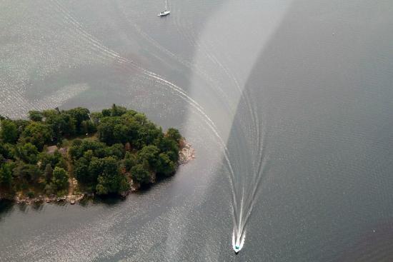 Kingston Heli-Tours : Boats look like little toys zipping around