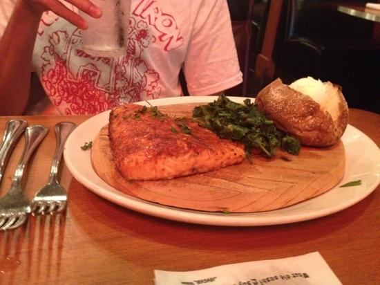 King's Fish House : wild salmon on a plank