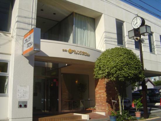 Orange Hotel: 外観写真