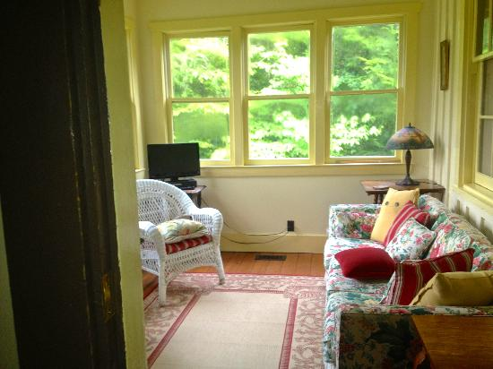 1880 Newbury House at Historic Rugby: Sunroom