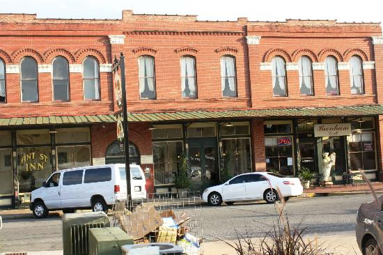 Street View of Ant Street Inn and the Brenham Grill