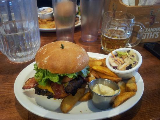 Dusty's Bar & BBQ: Dusty burger