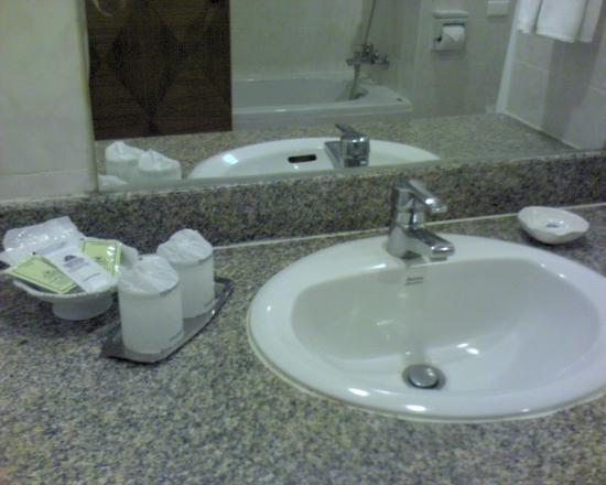 Diamond Plaza : Wash basin