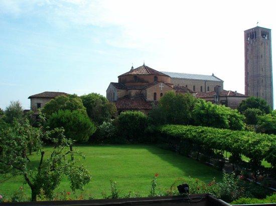 Locanda La Cipriana: Vista del giardino della Locanda Cipriani da una camera