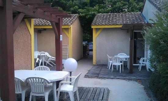 "Soustons, France : Espace terrasse ""privatif"""