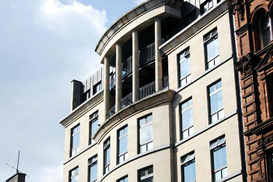 Carlton George Hotel: Our 5th floor balcony room.