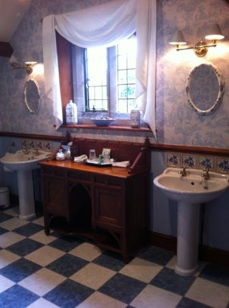 Grosvenor Pulford Hotel & Spa: double sinks