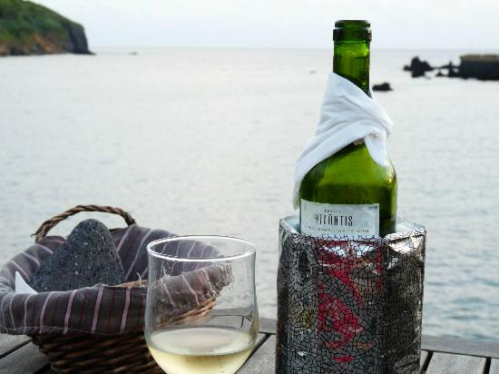Azoris Faial Garden Resort Hotel: terras de lava, white wine from Pico