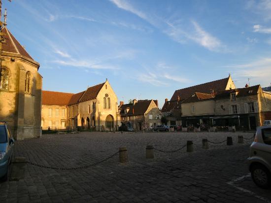Saint Graal Chambres d hotes de Charme : Market square Senlis