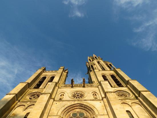 Saint Graal Chambres d hotes de Charme : Church in Senlis