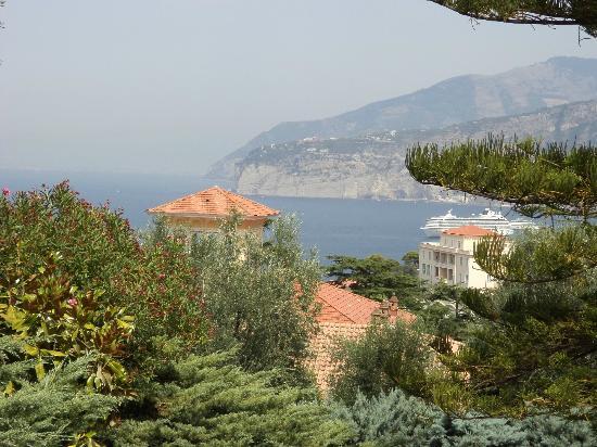 Grand Hotel Vesuvio: View from Pool
