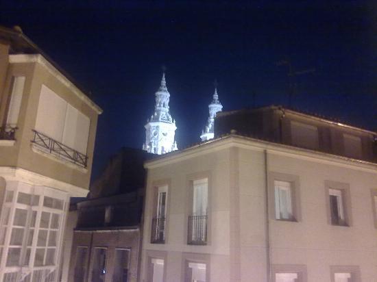 Apartamentos Turisticos Sagasta : de noche