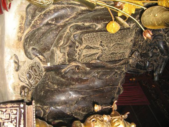 Quan Thanh Temple: Temple Quan Thanh épée serpent et tortue