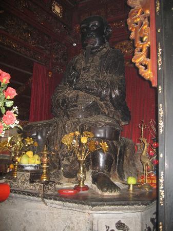 Quan Thanh Temple: Temple Quan Thanh