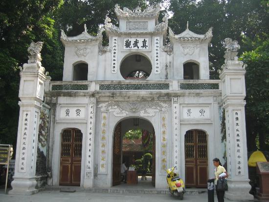 Quan Thanh Temple: Temple Quan Thanh entrée