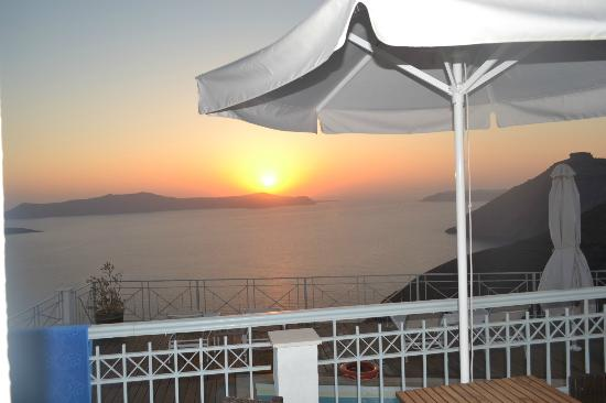 Athina Luxury Suites: Sunset