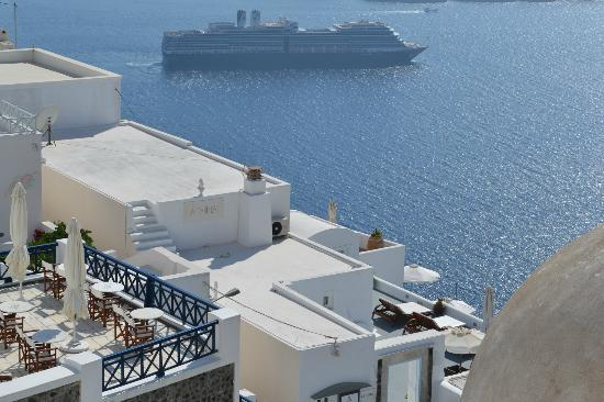 Athina Luxury Suites: The fira harbor
