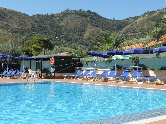 La piscine de l 39 hotel picture of sporting club cefalu for Club de piscine