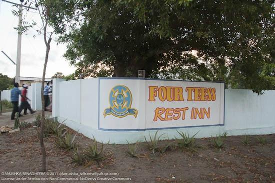 Four Tees Rest Inn: Hotel Entrance