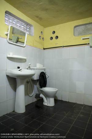 Four Tees Rest Inn: Bathrooms