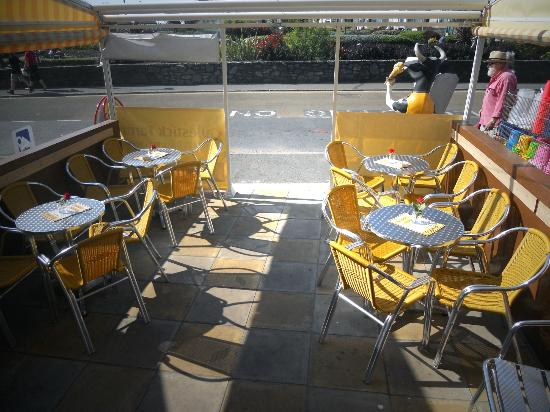 Willo's Sandwich Bar: Eat Alfresco