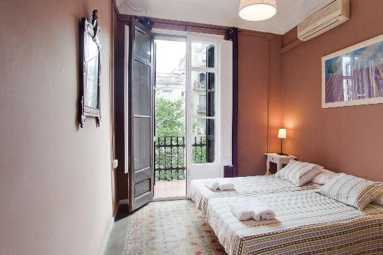Comtal Centre B&B: Double room with balcony