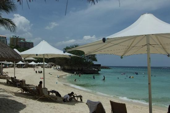 Shangri-La's Mactan Resort & Spa: プライベートビーチ