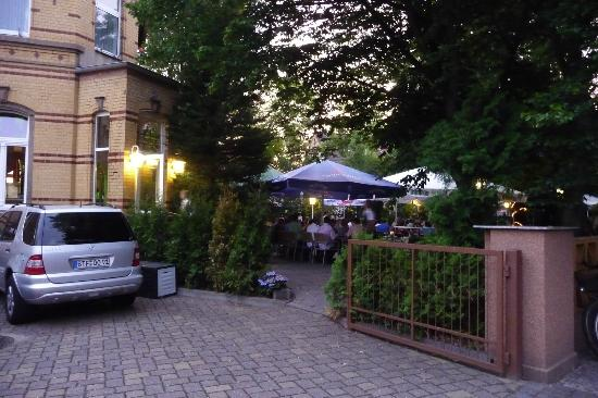 Wolfen, Jerman: The cosy garden restaurant