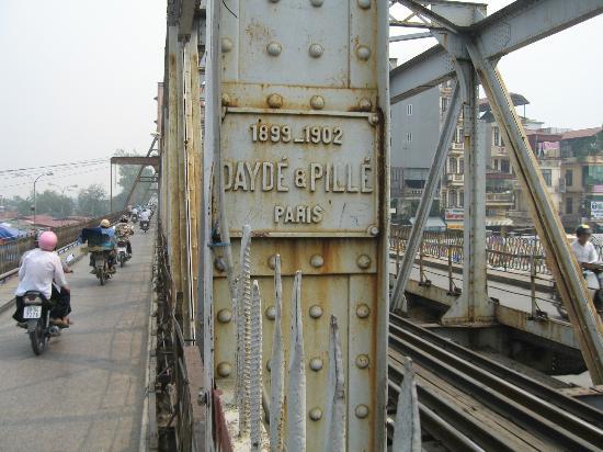 Long Bien Bridge : Pont Long Bien plaque fabricant