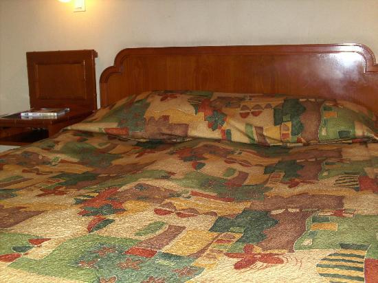 Oktyabrskaya Inn : La cama del hotel