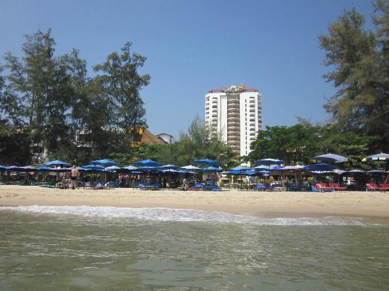 Golden Beach Hotel Cha-am: plage devant hotel vue de la mer