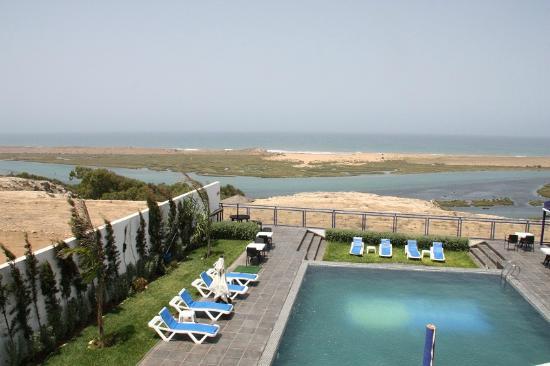 Auberge Oualidia Dream : piscine, lagune et océan vus de la chambre