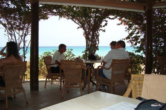 SBH Crystal Beach Hotel & Suites : bar de la plage