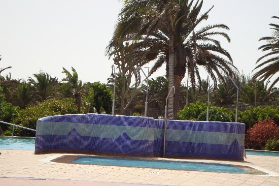 SBH Crystal Beach Hotel & Suites : douche de la piscine