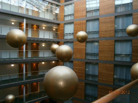 Clayton Hotel Cork City: The Atrium and the large hanging decor