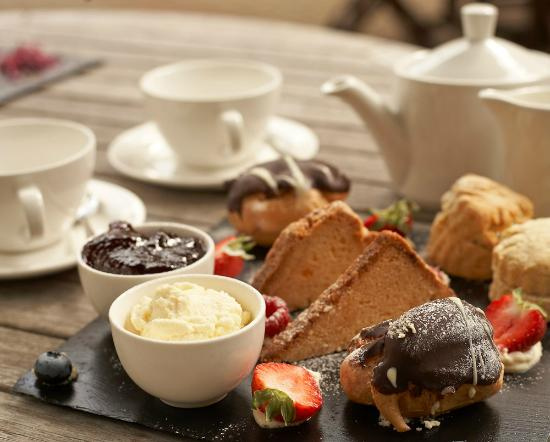 DoubleTree by Hilton Hotel Sheffield Park: Afternoon Tea on the Terrace
