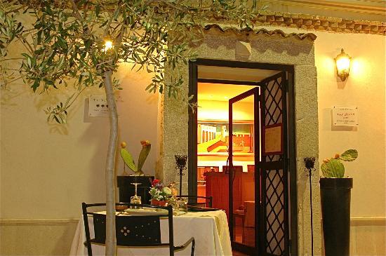 Olive Inn: Ingresso