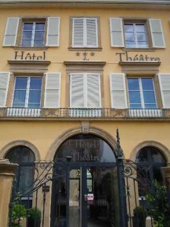 Hôtel du Théâtre : main entrance