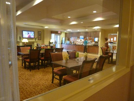 Holiday Inn Express Hotel & Suites Porterville : View of the Breakfast room