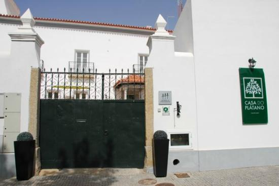 Casa do Platano: Front gate