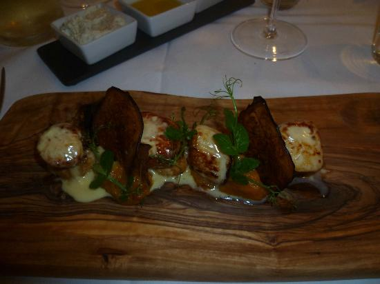 Clayton Hotel Cork City: Scallops at Oysters Restaurant, very good!